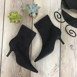 Newport News NWOB Lace Pointed Toe Heel Boots